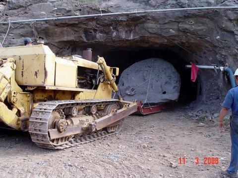 tecniche estrattive in cave e miniere Amethyst__artigas__uruguay__a_little_bit_more_100