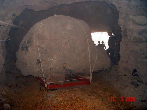 tecniche estrattive in cave e miniere Geoda_gigante_018_561_596
